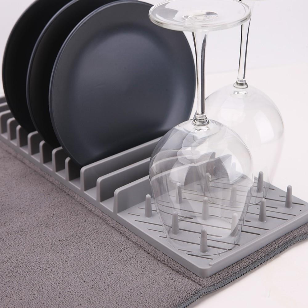 egouttoir a vaisselle et son tapis de sechage pliable