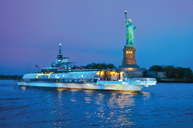 Bateaux New York and Statue of Liberty
