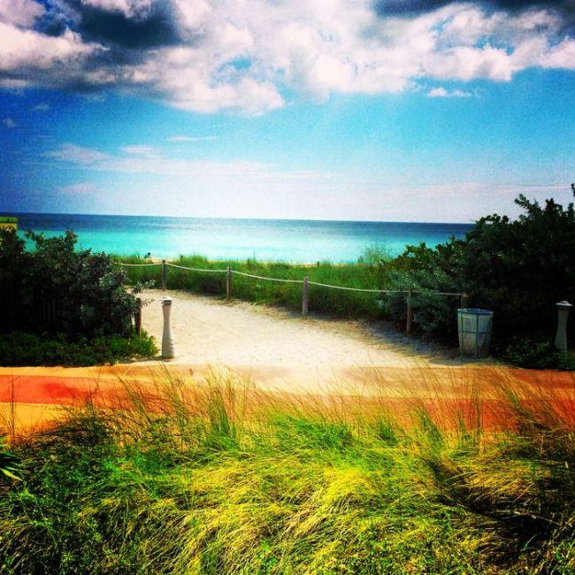 Walkway to Miami's North Beach