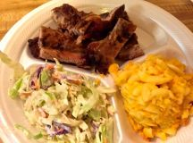 Ribs with mac and cheese and coleslaw.