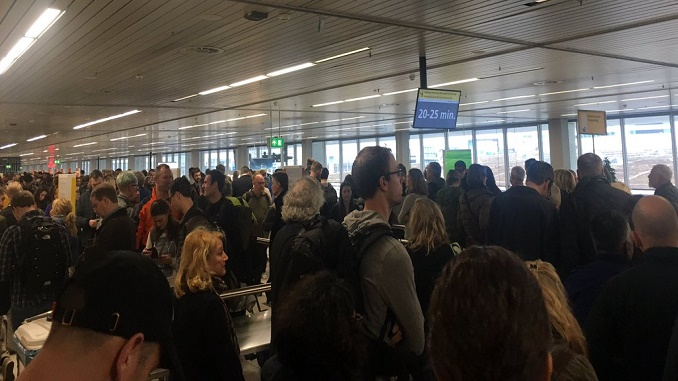 Schiphol security lines