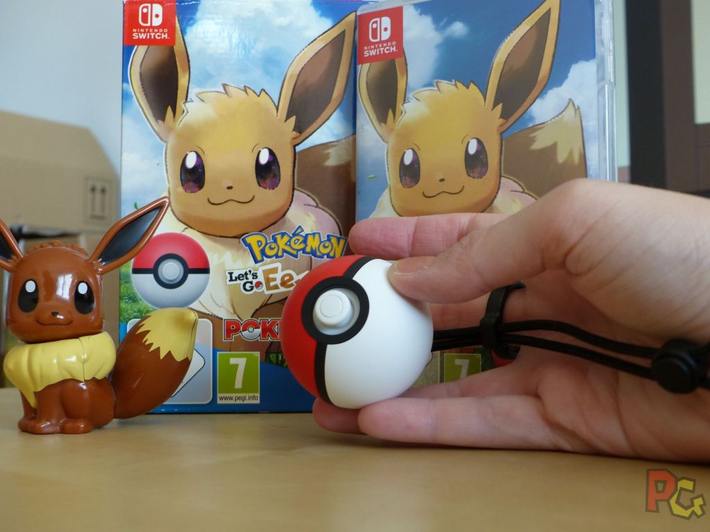 Pokemon Lets Go Evoli - Pokeball en main