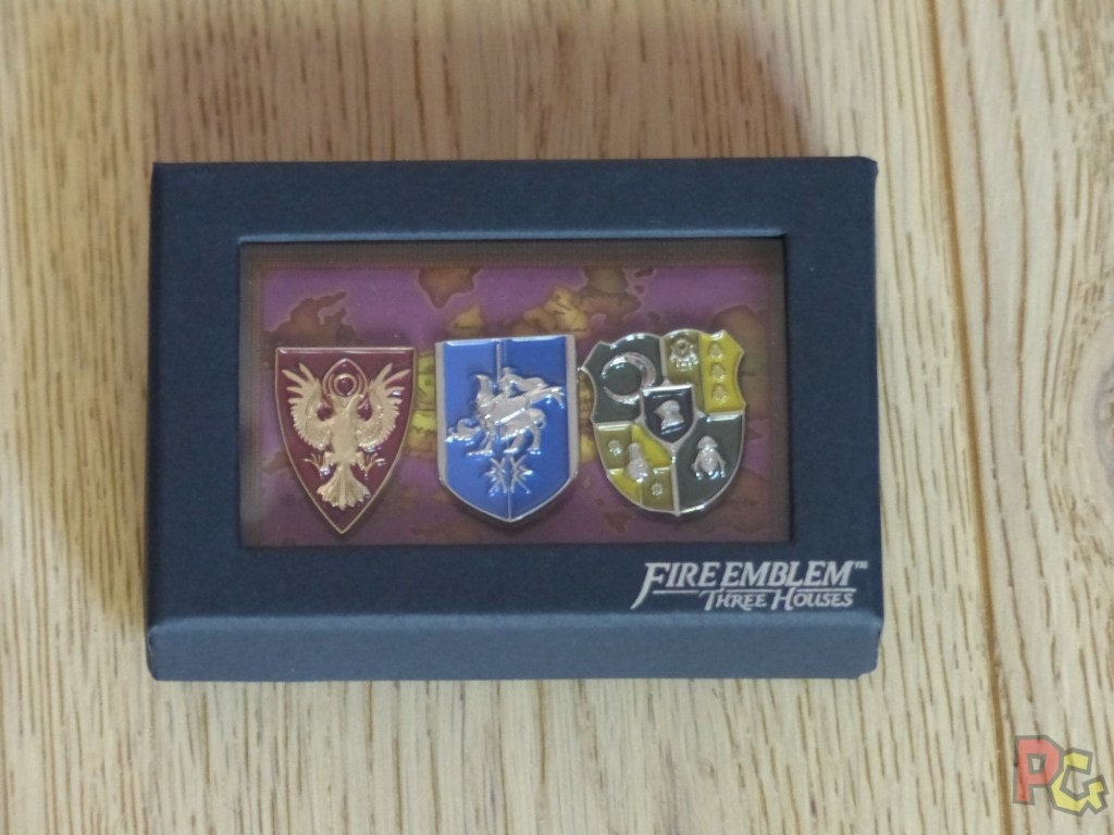 Unboxing Fire Emblem Three Houses - insignes