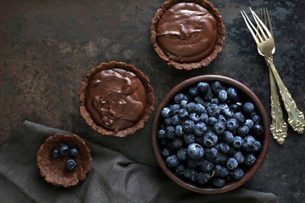 Wholegrain-Eggless-Chocolate-Blueberry-Tart-5 Wholegrain Eggless Chocolate Blueberry Tarts ... sometimes chocolate IS the answer!