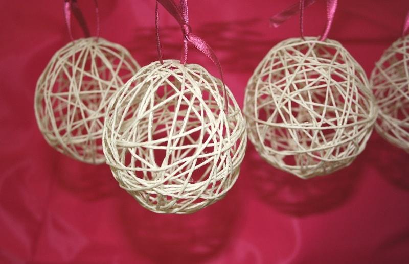 Come realizzare palline di Natale con lo spago  Passion DIY
