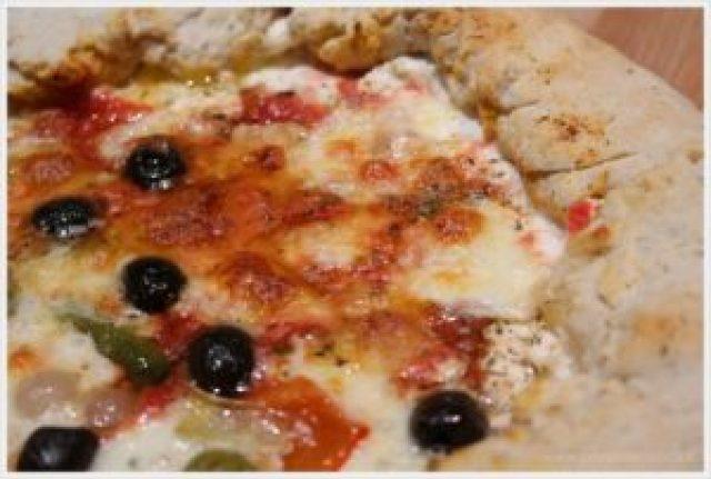 ricetta pizza con bordo ripieno