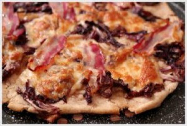 ricetta pizza bianca farcita bacon scamorza radicchio