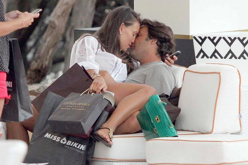 Claudia Galanti con il compagno, l'imprenditore francese Arnaud Mimmran