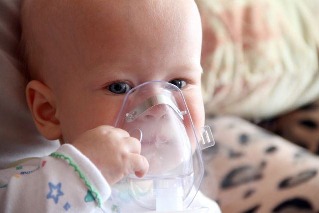 bambino-con-aerosol