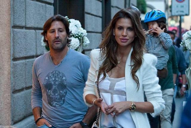 Claudia Galanti shopping in Montenapoleone Claudia Galanti shoppin con i figli e il marito