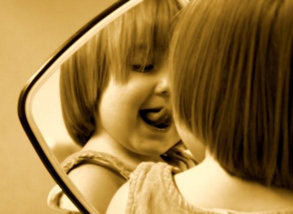 Stadio dello specchio identit e autostima nel bambino passione mamma - Ragazze nude allo specchio ...