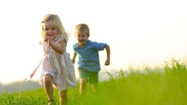foto_sviluppo_picomotorio_bambini_corrono