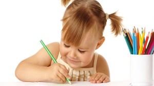 foto_bambina disegno
