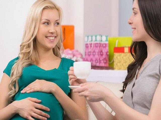 donna-incinta-con-amica