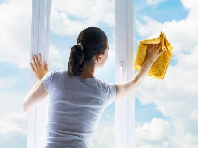 pulire i vetri con aceto