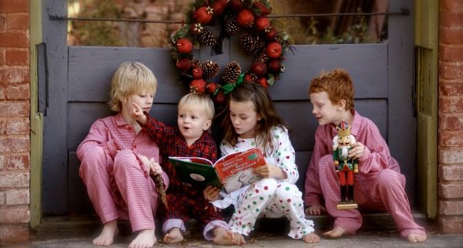 foto_bambini_leggono_libri_natale