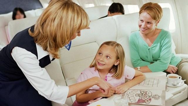 foto_bambina in aereo