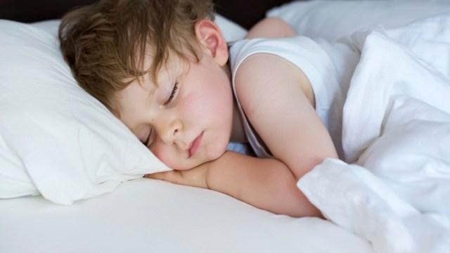 foto_ bambino dorme da solo