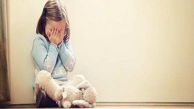 foto_bambina molto triste