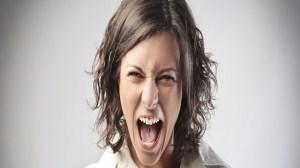 foto_donna molto arrabbiata