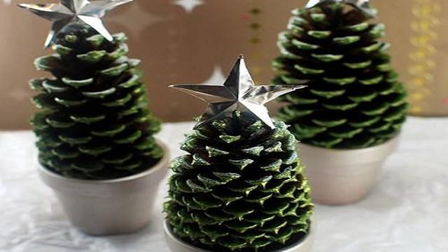 Un lavoretto natalizio con le pigne adatto ai bimbi più creativi! Lavoretti Di Natale Per Bambini Della Scuola Infanzia Passione Mamma