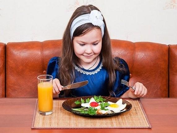 foto_quando_il_bambino_può_usare_il_coltello