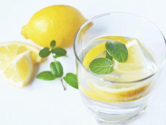 acqua e limone al mattino in gravidanza