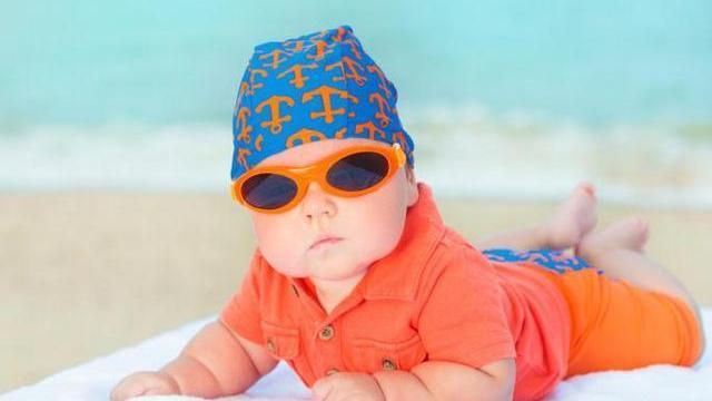 foto come vestire un neonato in estate
