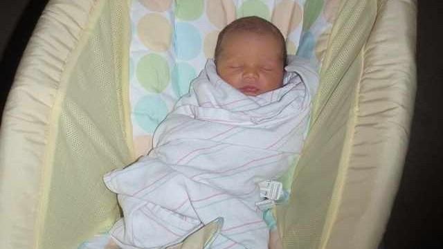 foto_neonato dorme in culla