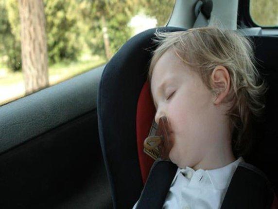 foto_bambini_in_auto