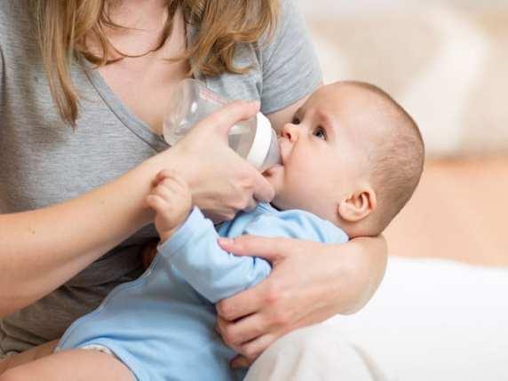 bambini in braccio più sani