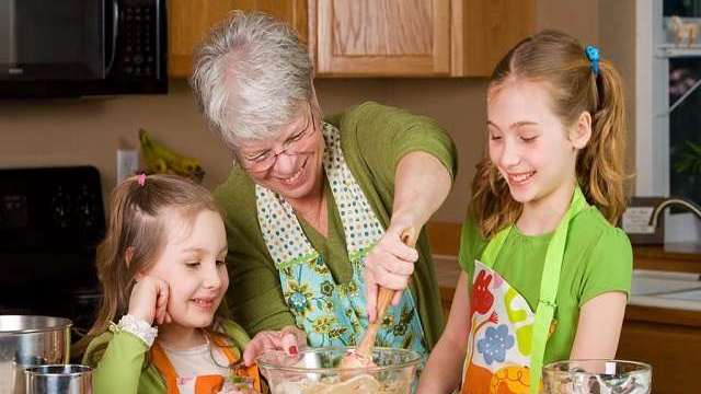 foto_nonna_nipoti_alimentazione