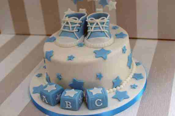 torta con scarpine per baby shower