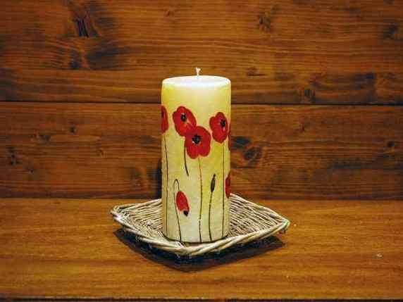 candela dipinta con fiori