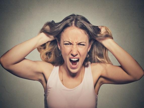 Foto che mostra una donna in stato di depressione e stress