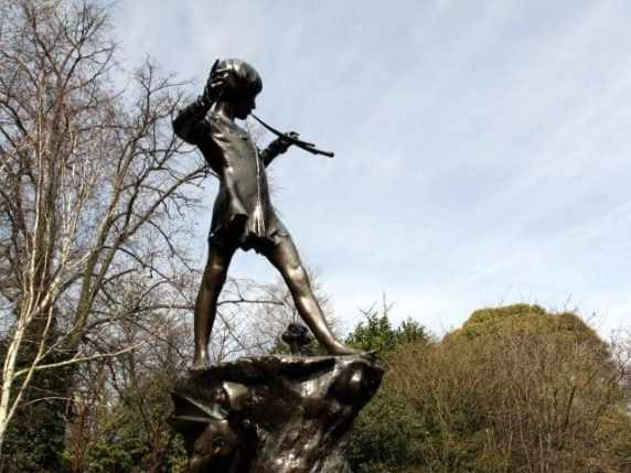 foto Peter Pan statua