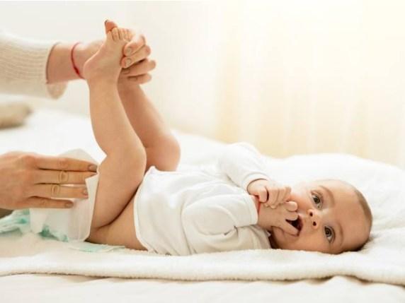 Foto neonato non fa la cacca