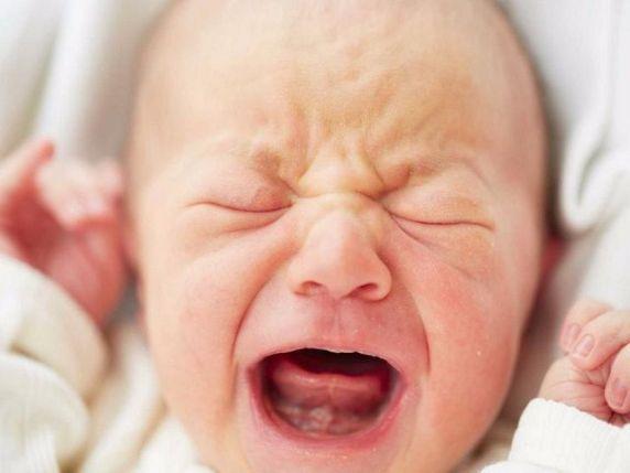 foto neonato piange