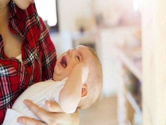 foto svegliare il bambino per mangiare