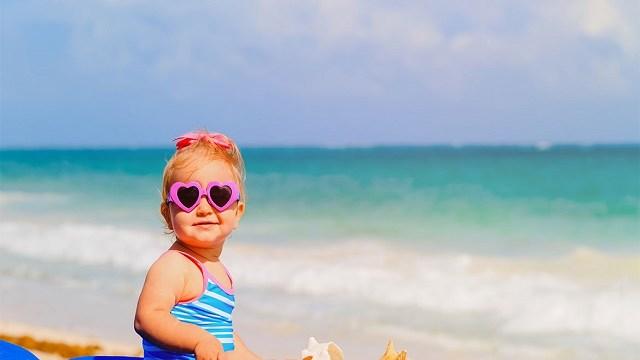 Bambini in spiaggia: la ricetta per un'estate perfetta