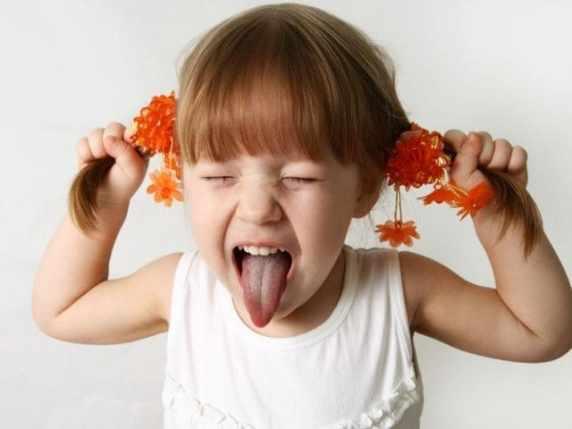 foto urlare non serve bambina