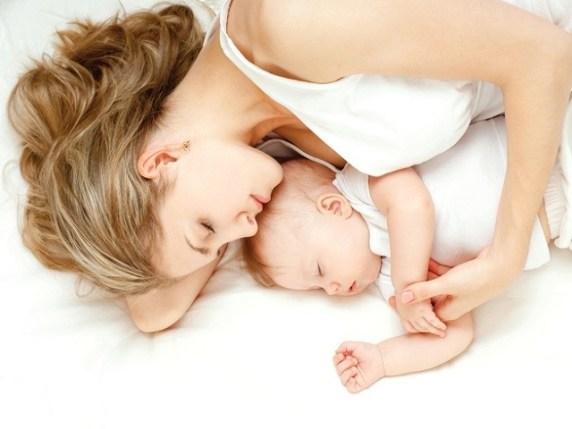 dormire neonato contatto mamma
