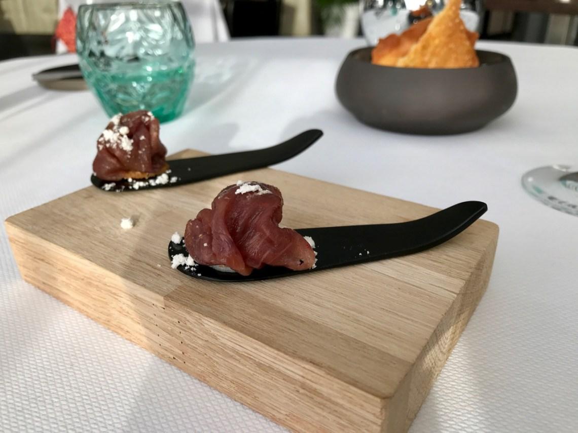 Restaurant Pouic Pouic - Mises en bouche : boeuf séché, framboise, crumble