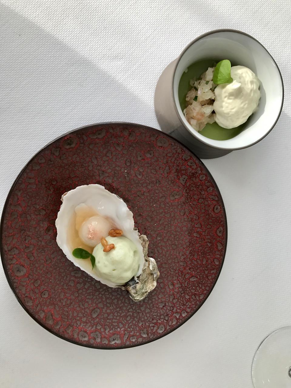 Restaurant Pouic Pouic - Huitre végétale, perle de champagne - Tartare de daurade, gel de concombre, émulsion d'huitres