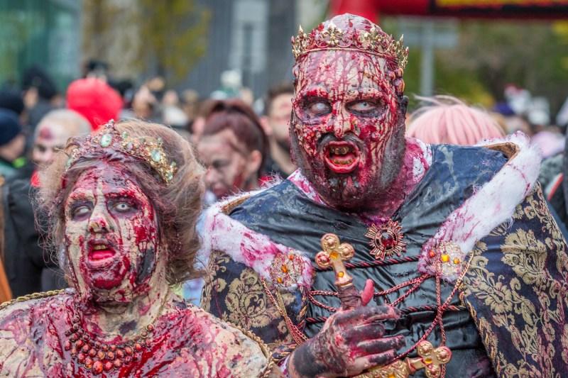 Photo : la Marche des zombies à Montréal reine roi