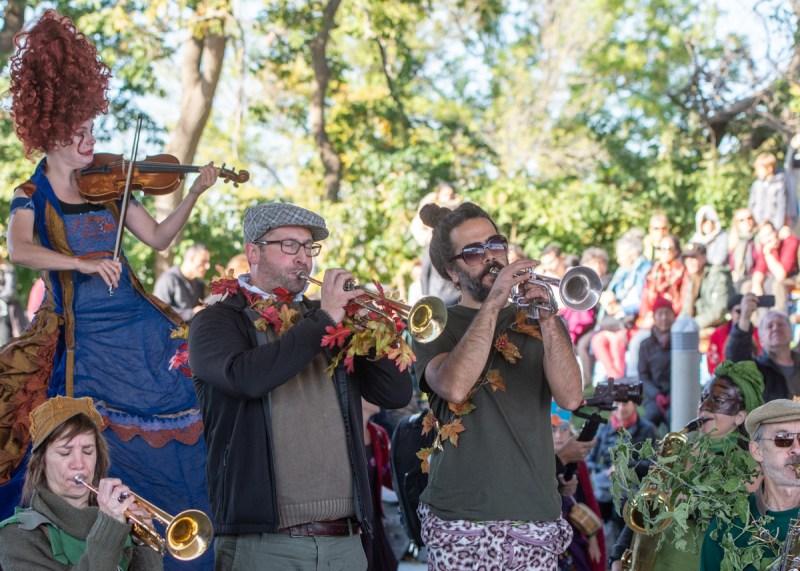 Parade Phénoménale rues Mile-End musiciens