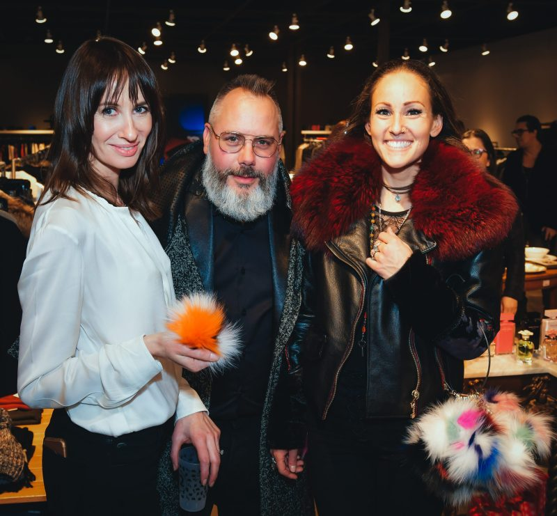 Mon designer préféré, Pascal Labelle, avec Kathia Cambron (gauche) et Janis Rock (droite) lors de l'ouverture du Magasin général Dress to Kill