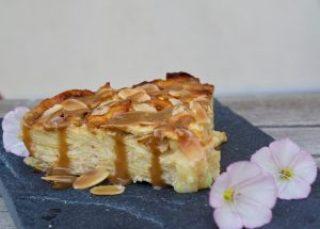 Gâteau invisible pomme-amande et son coulis de caramel