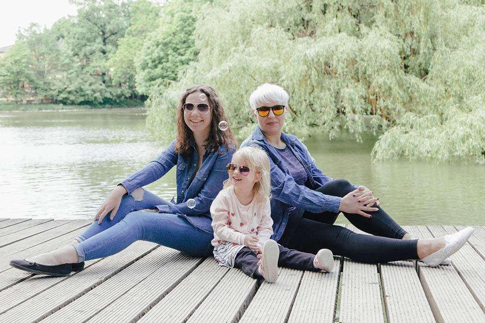 Mama, Tochter und Tante am See - Familiefotografie, Familienfoto, Familienbilder