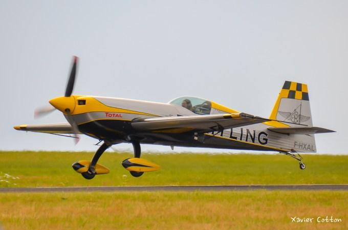 Aude Lemordant championne du monde voltige aérienne sur son Extra 330SC F-HXAL lors du meeting de Troyes 2014 ©Xavier Cotton